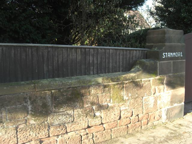 Typical_sand_stone_wall_in_Meols_Drive